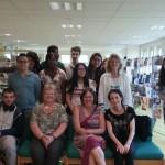 les élèves du club avec les trois bibliothécaires de Fleury (assises devant) et la documentaliste